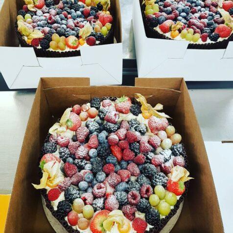 Decotube & Mixed Berry Cake
